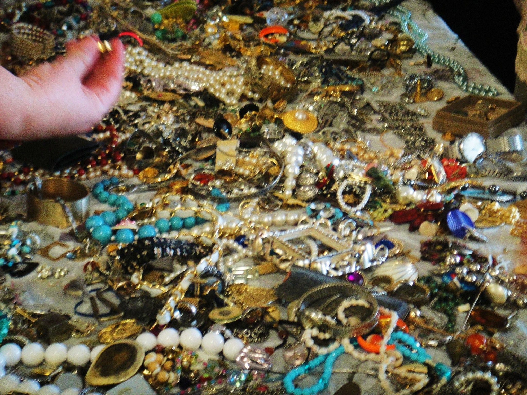 Vintage costume jewelry sale 10 each or less near for Vintage jewelry store near me