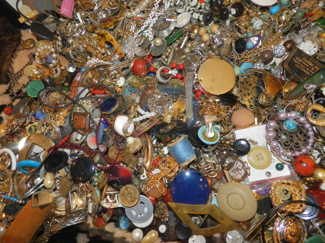 Sell Vintage Costume Jewelry & Jewelry Pieces For Crafts