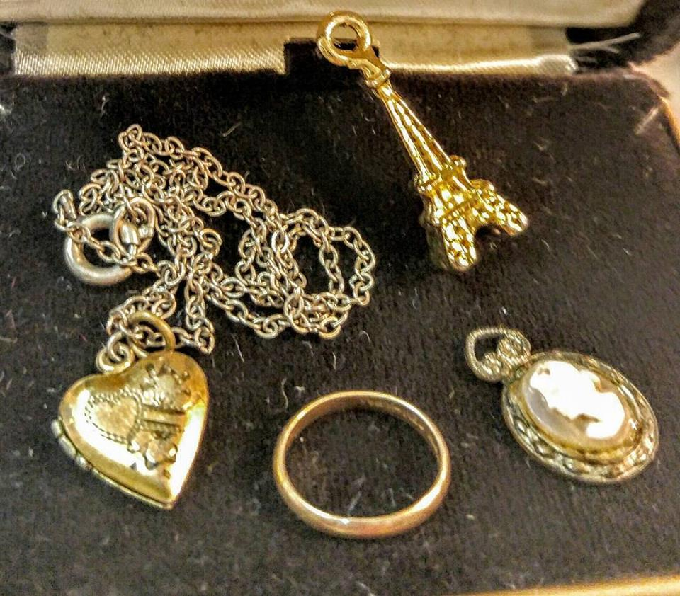 Stuff for sale valentine day gifts all year jewelry for Antique jewelry worth money